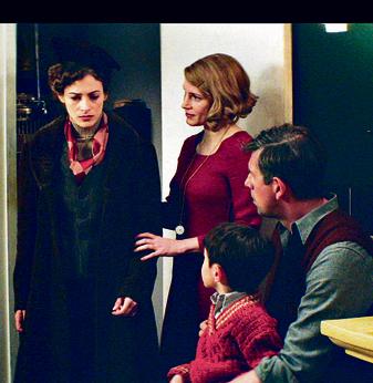 """עם השחקנים ג'סיקה צ'סטיין ויוהאן הלדנברג בסרט """"אשתו של שומר גן החיות"""""""