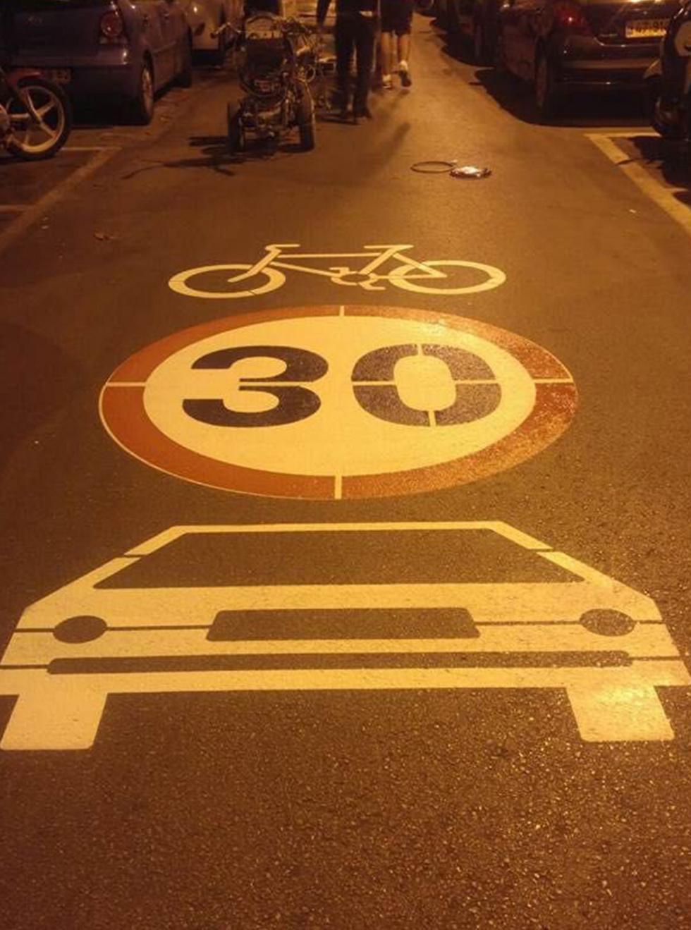 כביש המסומן לכלי רכב ולאופניים, במקומות שבהם לא ניתן לסלול נתיבים ייעודיים
