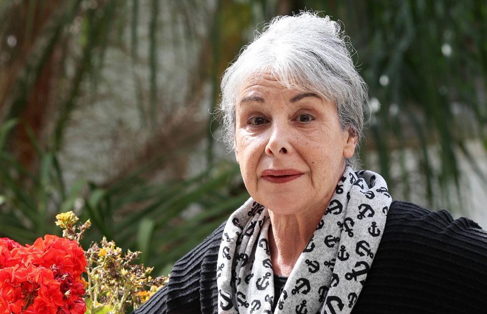 """נורית רוזנפלד (70), נשואה, אם לשתיים וסבתא לשלושה, מתגוררת בתל אביב. """"בכל מצב, קשה ככל שיהיה, אדם צריך להמשיך את השגרה"""" (צילום: יריב כץ)"""