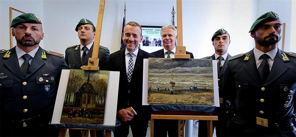 היצירות הגנובות של ואן גוך לאחר שנמצאו (צילום: EPA)