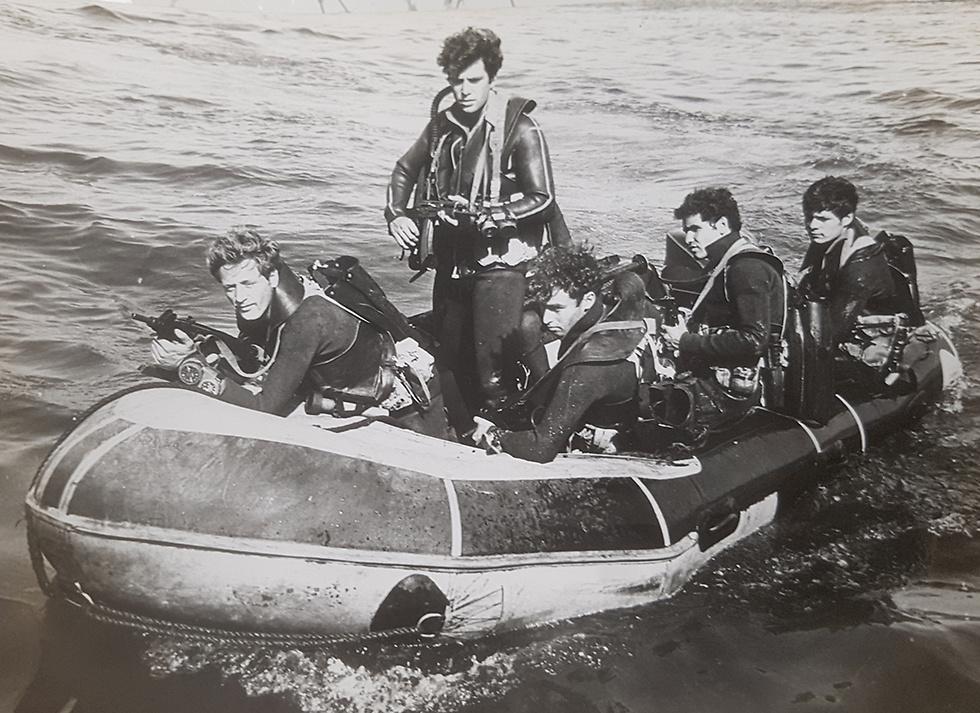 """לוחמי הקומנדו הימי ב""""סירת ס""""ג"""" (צילום: מוזיאון חיל הים) (צילום: מוזיאון חיל הים)"""