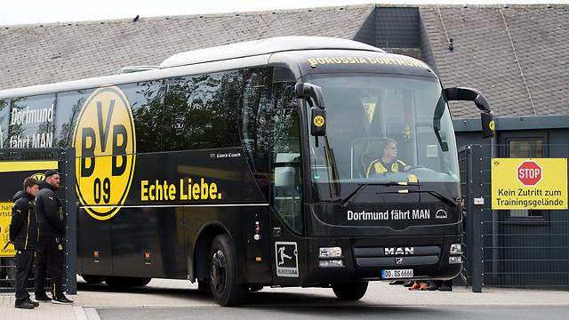 אוטובוס הקבוצה (צילום: AFP)