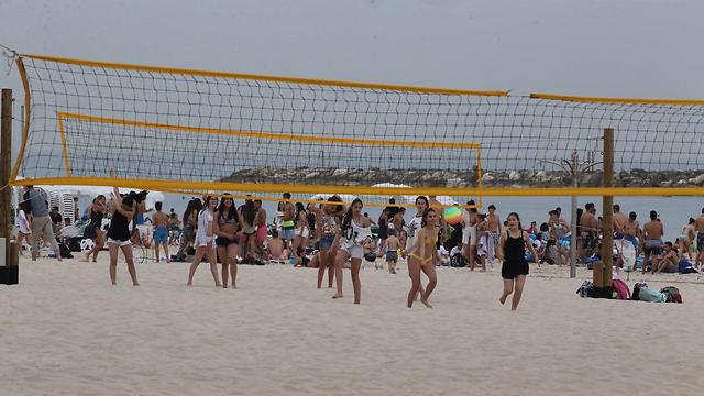 Overcast beach in Tel Aviv (Photo: Motti Kimchi) (Photo: Motti Kimchi)