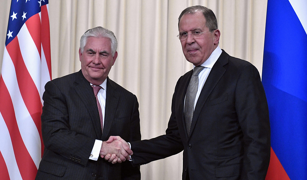 Tillerson (L) shaking hands with Russian counterpart Sergey Lavrov (Photo: AFP) (Photo: AFP)