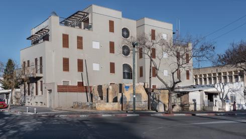 הבניינים תופסים את רוב שטח המגרש, בניגוד לקודמיהם העניים בשכונה (צילום: ליאור גרונדמן)
