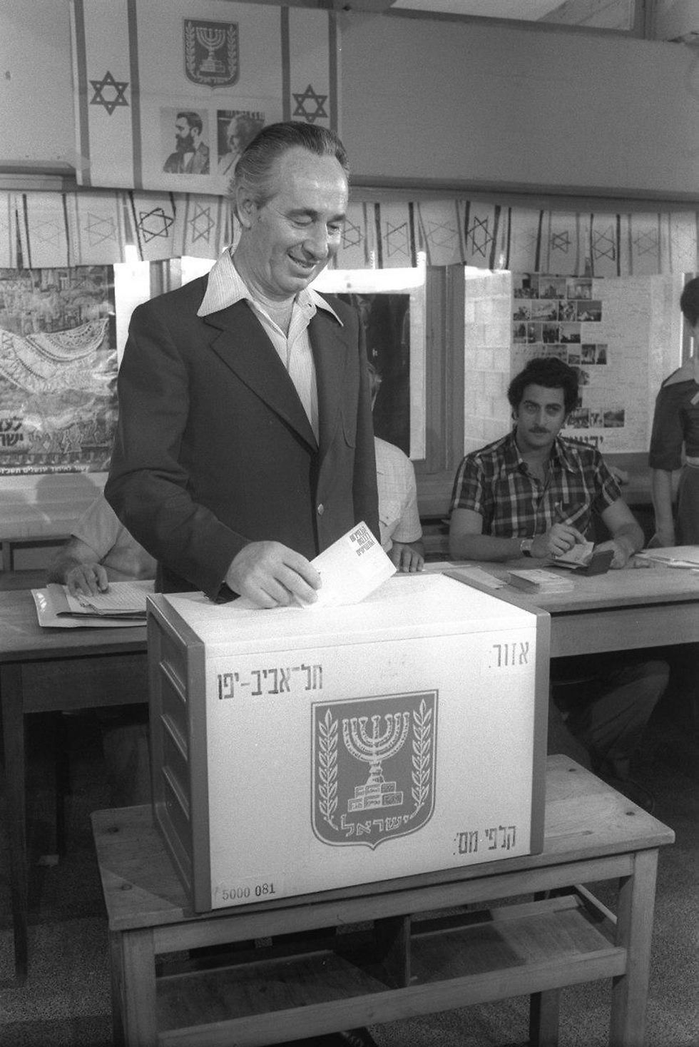 Peres voting in the 1977 elections, which was to be the first time the Labor party lost (Photo: Sahar Yakub)