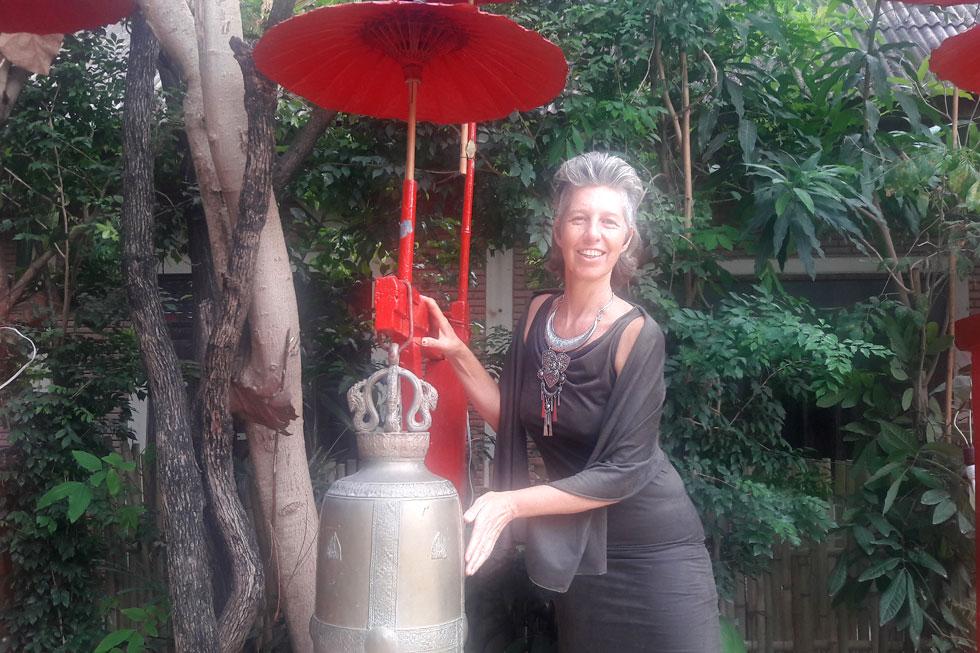 """גלי בנעד בתאילנד. """"הקסם האמיתי של החיים נמצא מחוץ לאזורי הנוחות, ולכן מאוד חשוב להעז מדי פעם ולצאת מהם"""" (צילום: חן דגן)"""
