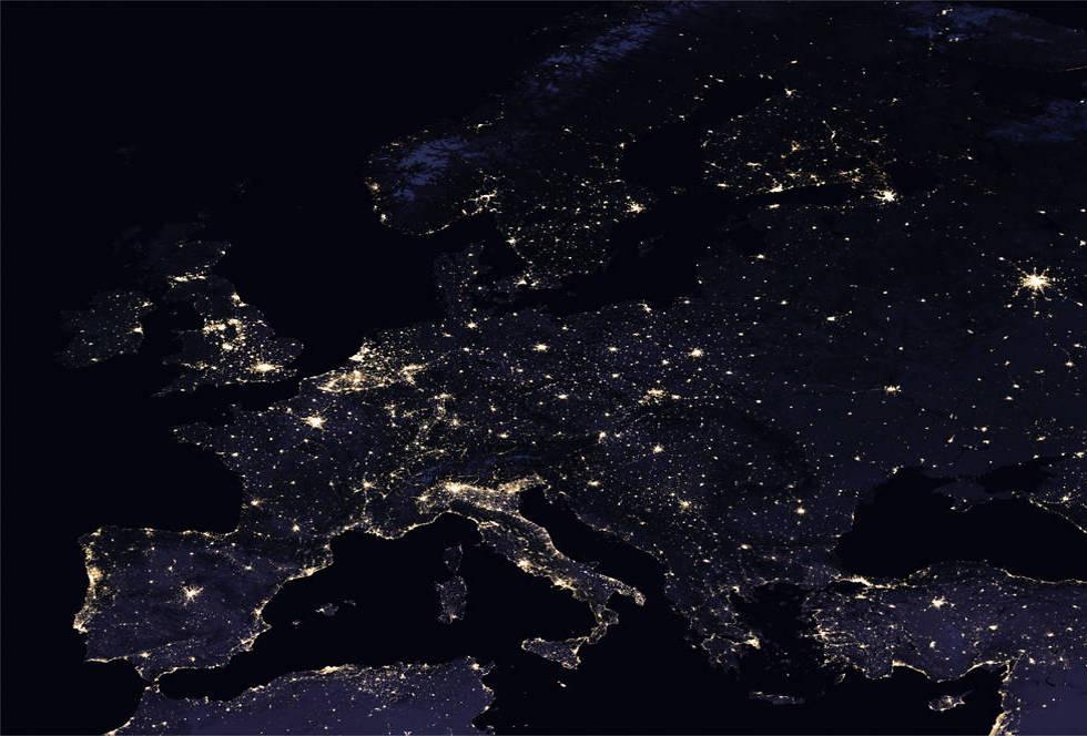 """אירופה מוארת (צילום: נאס""""א) (צילום: נאס"""