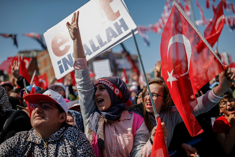 Erdoğan supporters (Photo: AP)