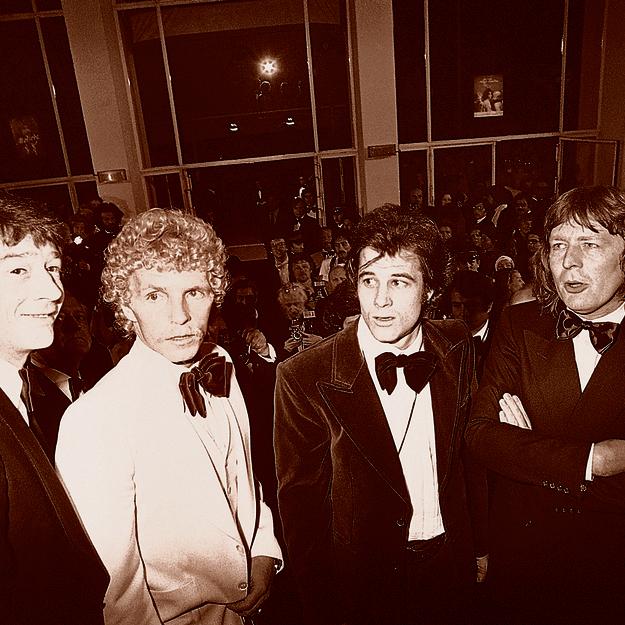 עם הבמאי פארקר (מימין), הכוכב דיוויס והשחקן ג'ון הרט