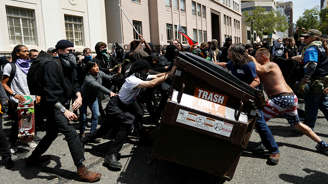 Trump supporters and opponents clash (Photo: Reuters)