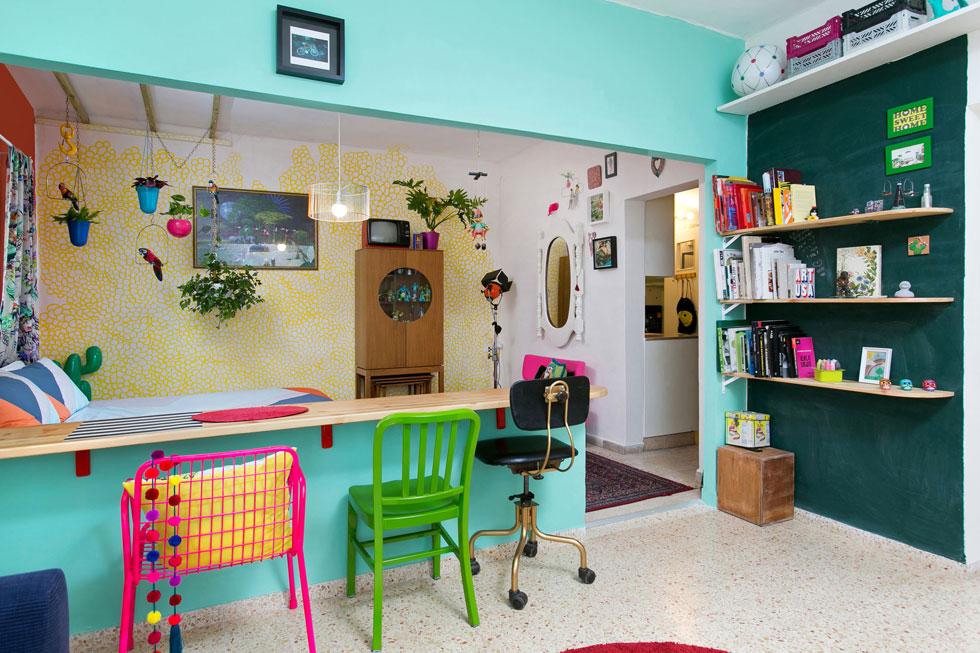 המבנה לא שגרתי, אך זה מה שיש: מחדר השינה מעבר למה שהיה פעם מטבח, והפך לחדר ארונות (צילום: שירן כרמל)