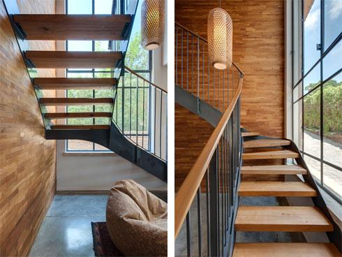 גם במדרגות קיר מעץ טיק, ומובייל של מנורות קש (צילום: עודד סמדר)