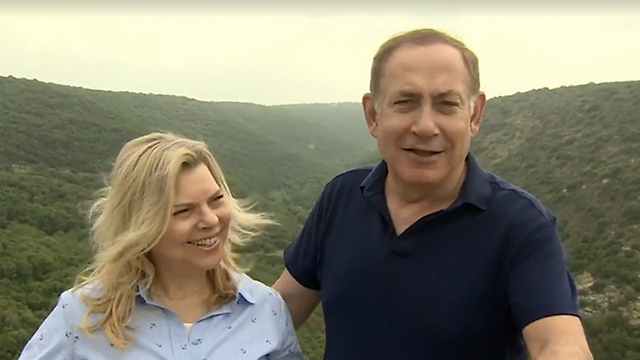 Netanyahu and his wife, Sara, in their Passover greeting (Photo: Itay Beit Leon/GPO)
