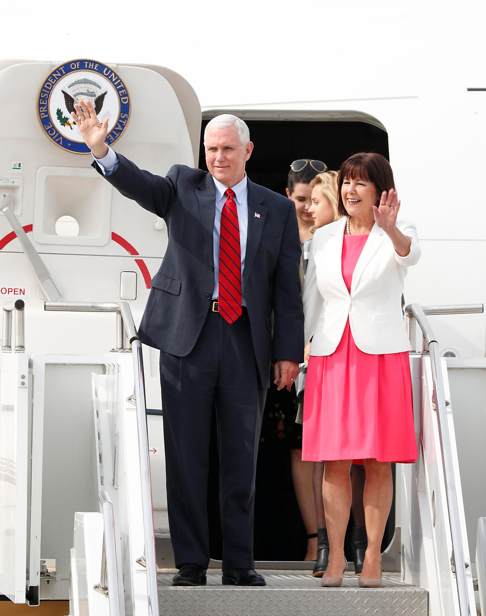 Pence and wife Karen arrive in Seoul, South Korea (Photo: EPA)