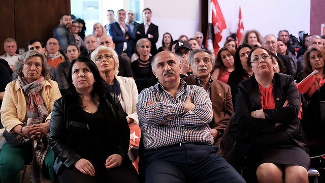 Turkish immigrants in Berlin await results (Photo: AFP)