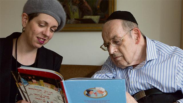 Yitzhak Meir with daughter-in-law Tamar (Photo: Alex Kolomoisky)