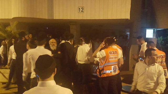התקהלויות במהלך גל המעצרים, הלילה (צילום: מחאות החרדים הקיצוניים) (צילום: מחאות החרדים הקיצוניים)