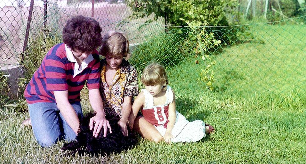 """תמונת ילדות: האחים יריב (משמאל), אורי ויעל גוטליב. """"בחברות שלנו אין מטענים מהבית או מהעבר"""" (צילום: באדיבות משפחת גוטליב)"""