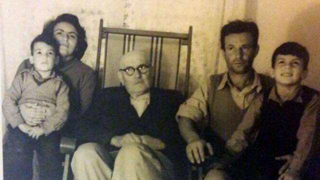 ראשון מימין: אבא שלי, עודי גיבורי. במרכז: אנתוני קרקורה, חסיד אומות עולם שהציל את סבא