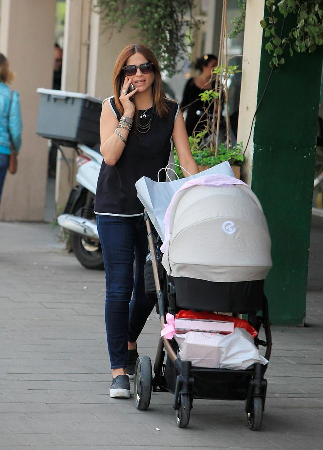 איזה כיף שנפגשנו באקראי. חברת הכנסת מירב בן ארי בטיול עם הבת אריאל (צילום: מוטי לבטון)