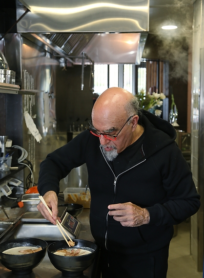 שף ישראל אהרוני (צילום: צביקה טישלר)