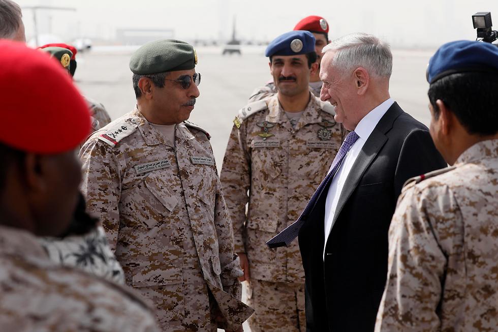 """""""נקודת מפנה היסטורית"""" ביחסי שתי המדינות. שר ההגנה האמריקני מאטיס בביקור בסעודיה (צילום: AP)"""