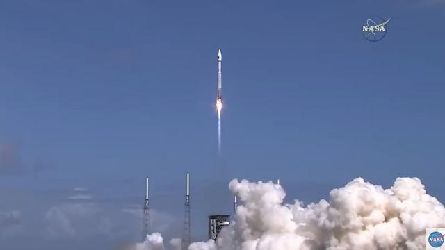 """שיגור הטיל ועליו הלוויינים לחלל (צילום: נאס""""א)"""