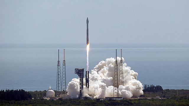 אטלס 5. המשגר שיוביל את הרובר למאדים (צילום: AP) (צילום: AP)