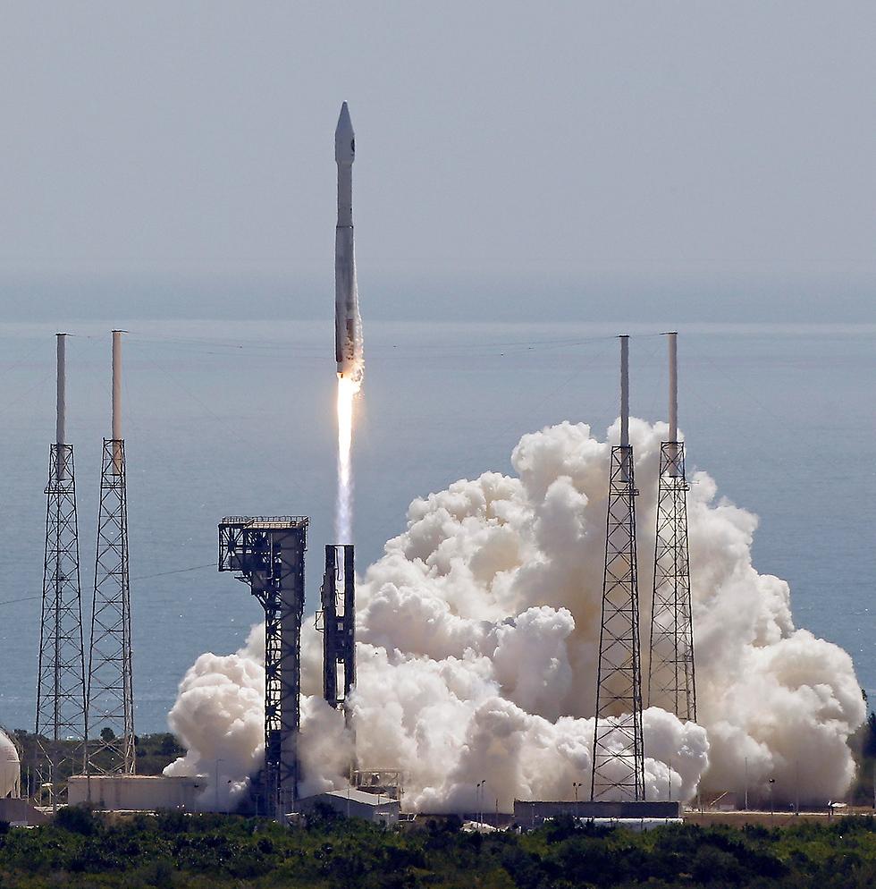 שיגור חללית לתחנת החלל מפלורידה (צילום: AP) (צילום: AP)