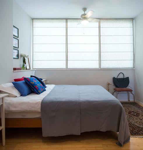 חדר השינה. לרצפה בכל הבית גוון משותף (צילום: גל דרן)