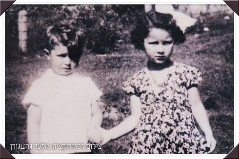 עם בן הדוד משה (שנספה בשואה), אצל סבא וסבתא בטרנוב, לפני שהמקום הפך לגטו