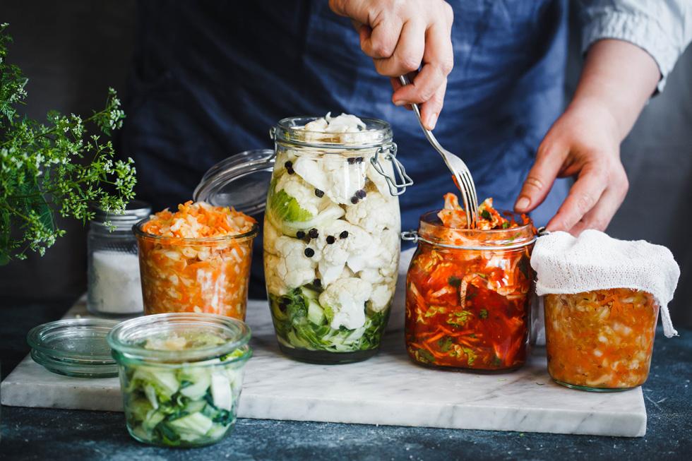 אכילה של מזונות מותססים על בסיס קבוע תטיב עם הבריאות שלכם (צילום: Shutterstock)