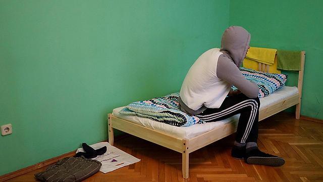 הומו צ'צ'ני שברח לדירת מסתור במוסקבה (צילום: AFP) (צילום: AFP)