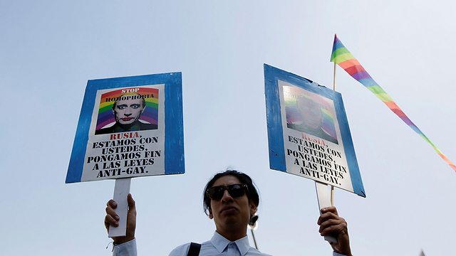 Protest in Mexico in front of Russian Embassy, in against reported torture of LGBT-identified individuals in Chechnya (Photo: Reuters)