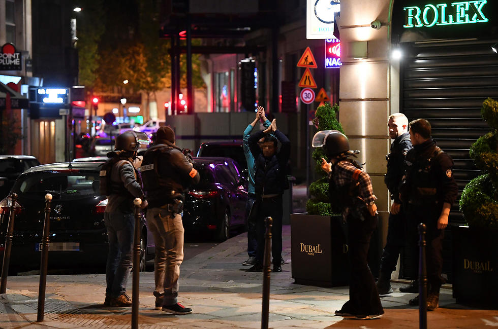 שאנז אליזה, הלילה (צילום: AFP)