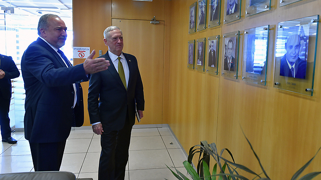 Lieberman with Mattis at Ministry of Defense (Photo: Ministry of Defense)