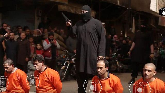 IS fighters with hostages in Syria