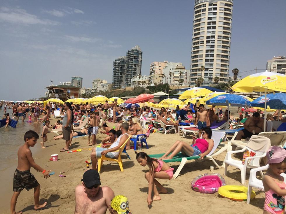 На израильском пляже. Фото: Хамуталь Коэн