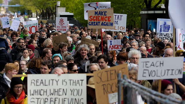 הפגנה בברלין (צילום: AP) (צילום: AP)