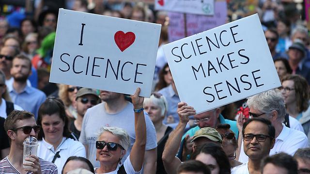 בעד מדע בסידני (צילום: EPA) (צילום: EPA)
