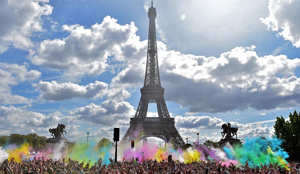 מרוץ הצבעים ליד מגדל אייפל, פריז (צילום: AFP)