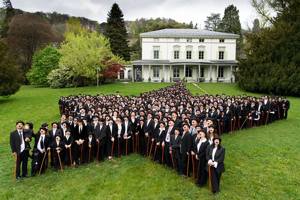"""""""כנס הצ'רלי צ'פלינים"""" בשווייץ. 662 ממעריציו של שחקן הקולנוע באו לבושים כמוהו (צילום: EPA)"""