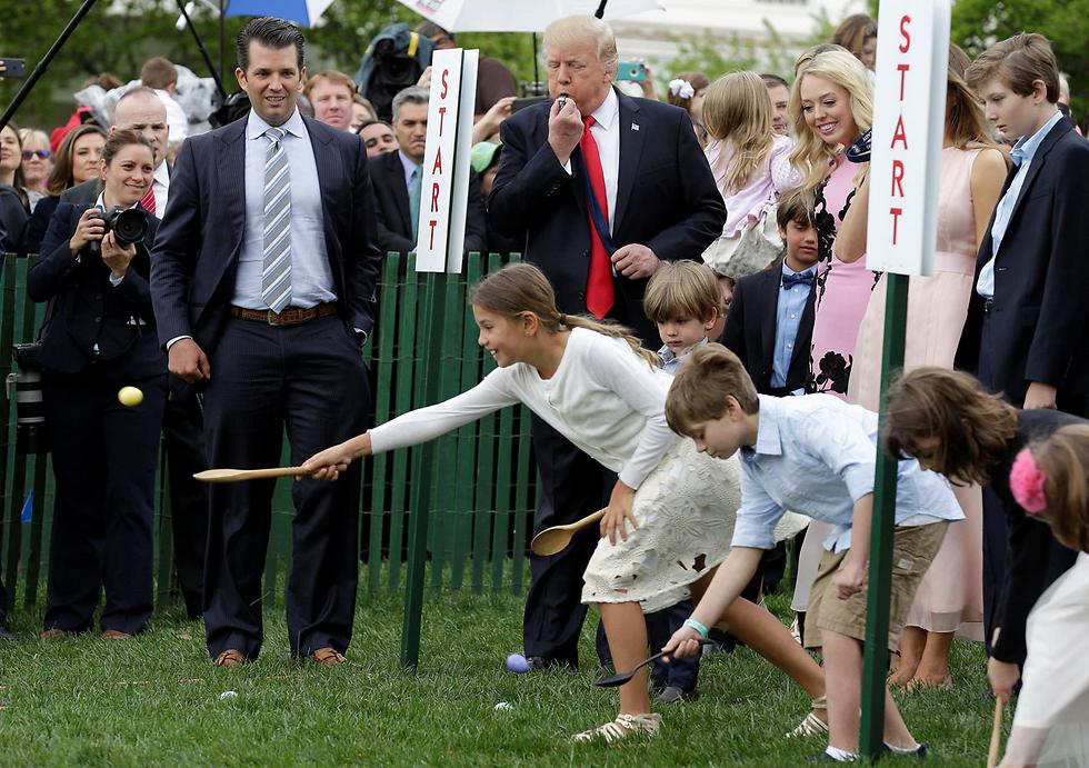 """נשיא ארה""""ב דונלד טראמפ חוגג עם ילדים את חג הפסחא בבית הלבן (צילום: רויטרס)"""