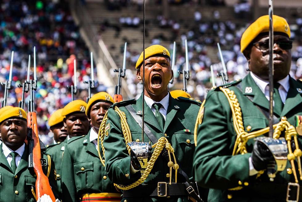 מצעד יום העצמאות בהרארה, זימבבווה (צילום: AFP)