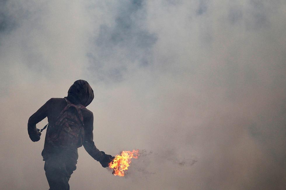 קראקס, ונצואלה: מפגינים נגד הנשיא ניקולס מדורו, המואשם בצעדים אנטי-דמוקרטיים (צילום: רויטרס)