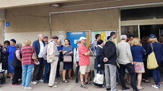 Voters in Netanya (Photo: Shahar Chai)