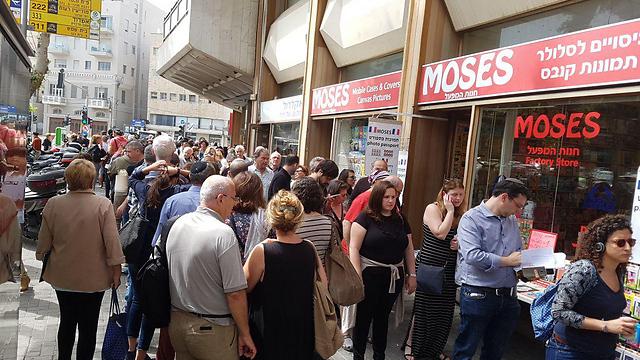 Waiting to vote in Tel Aviv (Photo: Amit Cotler)