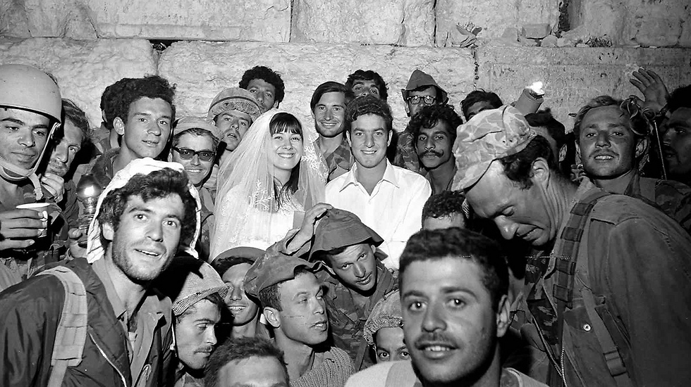 One of the paratroopers who took over the Western Wall getting married (Photo: Aharon Zuckerman/GPO)