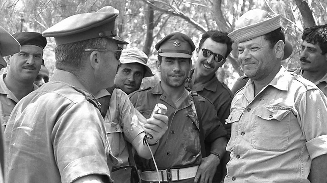 Rabin with soldiers during the waiting period (Photo: GPO)